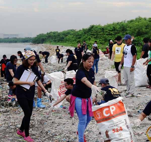 "<h1>Clean Up with Sun Life Foundation</h1> <p>Another corporate partner amps up their commitment</p> <p style=""text-align: right;""><a href=""https://wwf.org.ph/resource-center/story-archives/sun-life-foundation-coastal-cleanup-lppchea/"">Read More ></a></p>"